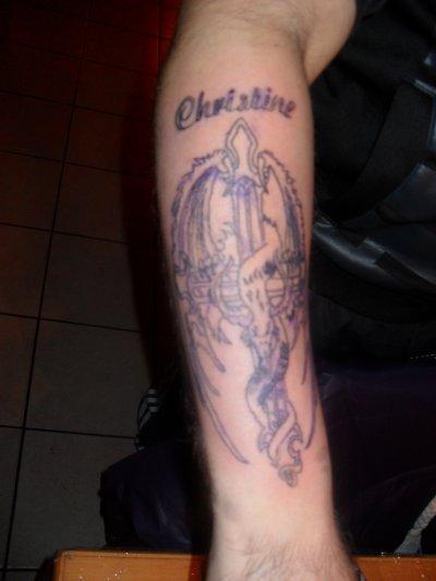 tatoo avant bras croix dragon avec pr nom christine tonton sot tattoo. Black Bedroom Furniture Sets. Home Design Ideas